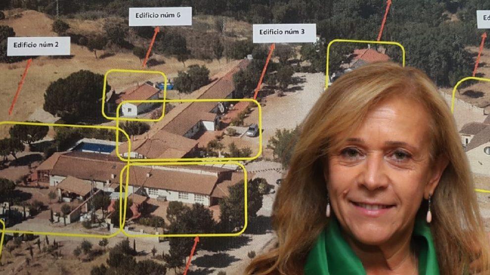Pilar Martínez (PP) y algunas de las construcciones que se han construido presuntamente de forma ilegal.