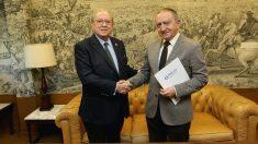 AMA Vida firma la póliza colectiva de vida con el Colegio Oficial de Médicos de Lugo (Foto: A.M.A.)