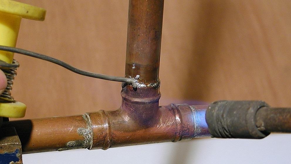 Soldar un tubo de cobre es fácil si tienes el equipo adecuado