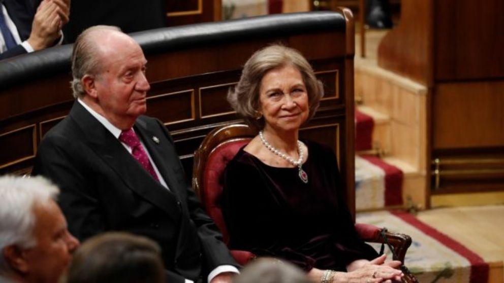 Los Reyes Juan Carlos y Sofía en un acto en el Congreso.