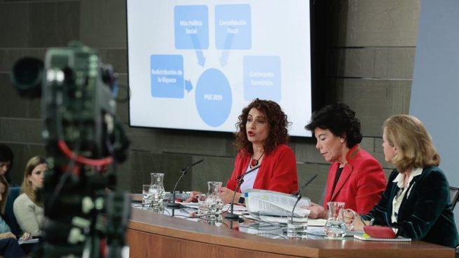 Presupuestos. La ministra de Hacienda, María Jesús Montero, la ministra portavoz, Isabel Celaá y la ministra de Economía, Nadia Calviño, en el Consejo de Ministros de hoy.