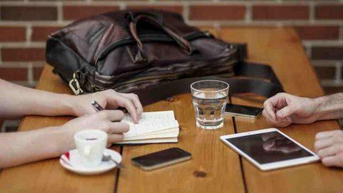 Mirar el móvil, algo de lo más común.