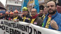 Unas 2.000 personas se movilizan contra el cierre de las plantas de Alcoa y exigen que el Gobierno actúe (Foto: Europa Press)