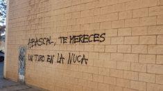 Pintada contra VOX y Santiago Abascal en un local de Barcelona