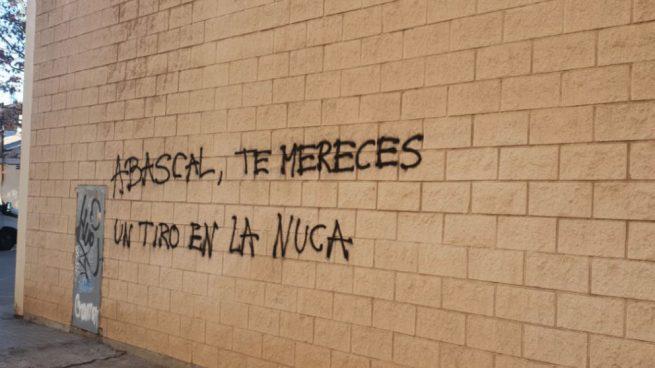 "Pintadas en Barcelona amenazando de muerte a Abascal: ""Te mereces un tiro en la nuca"""