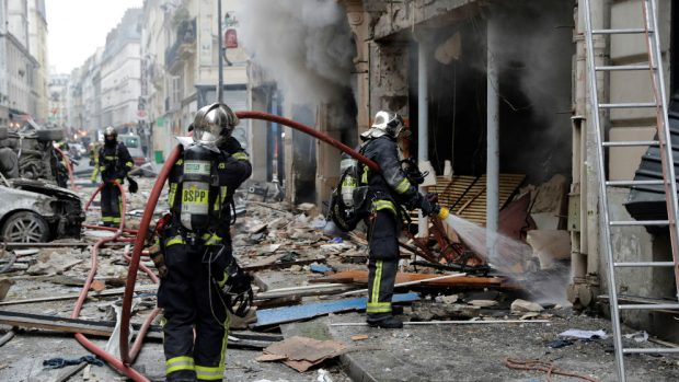 Una española muere por la explosión de gas en una panadería de París