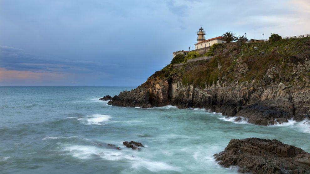 Faro de Cudillero, Asturias (Foto: iStock)