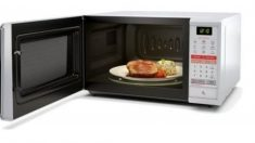 La función de los microondas, en general, es la de calentar y descongelar alimentos.