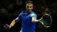 Nadal golpea una derecha en un torneo previo al Open de Australia. (Getty)