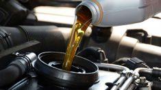 Guía de pasos para saber cómo mirar el nivel de aceite en un coche