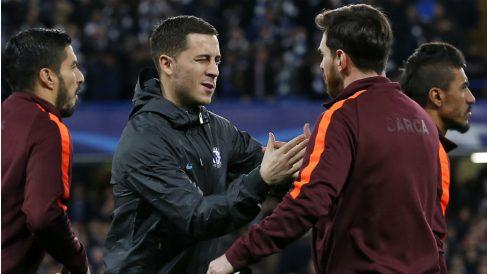 Hazard y Messi se saludan ante de un partido. (AFP)