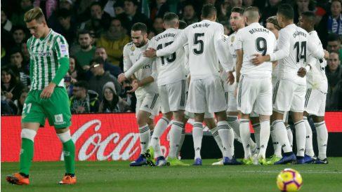El Real Madrid celebra un gol ante el Betis. (EFE)