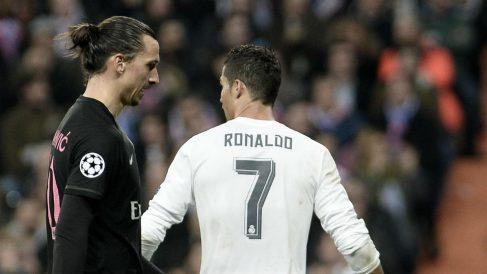 Ibrahimovic y Cristiano Ronaldo durante un partido. (Getty)