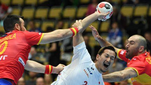 España y Japón se miden en el Mundial de balonmano. (AFP)