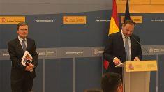 El ministro de Fomento, José Luis Ábalos, en la rueda de prensa de los Presupuestos 2019.