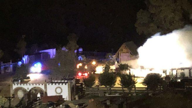 Los bomberos extinguen un incendio en la finca del torero afiliado a VOX Morante de La Puebla