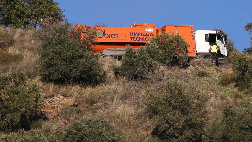 Máquinas trabajando para rescatar al niño caído a un pozo en Málaga (Foto: EFE)