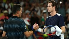 Roberto Bautista saluda a Andy Murray tras ganarle en el Open de Australia de tenis. (Getty)