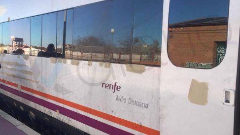 Tren de Extremadura parcheado con tiritas