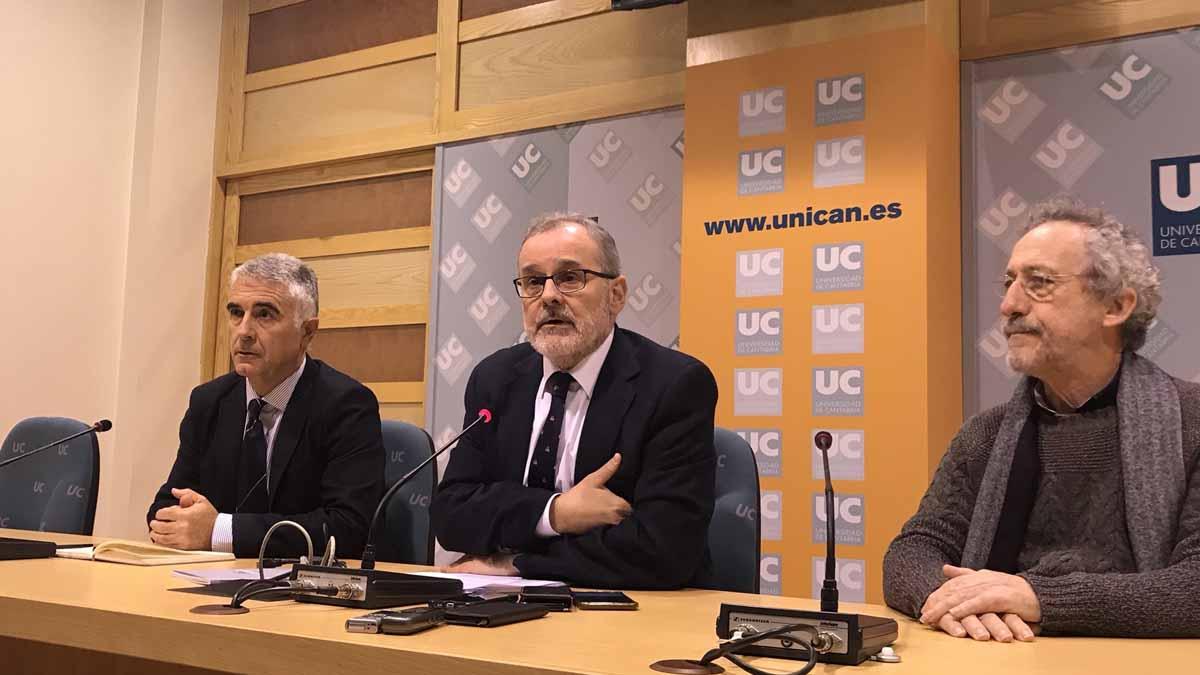 El rector de la Universidad de Cantabria, Ángel Pazos, durante la rueda de prensa. Foto: EP