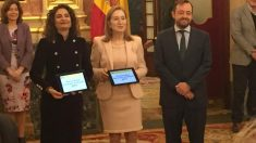 La ministra de Hacienda, María Jesús Montero, entrega a la presidenta del Congreso, Ana Pastor, los Presupuestos 2019. / OKDIARIO