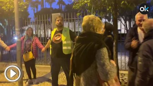 Diego Cañamero y Óscar Reina junto a otros manifestantes en el Parlamento andaluz.