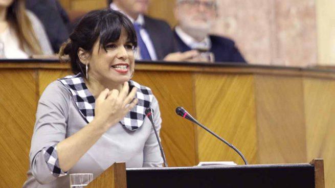 Podemos Andalucía carga contra el acuerdo con el PSOE: «Tienen la capacidad de meter la mano» Europapress_1838609_la_dirigente_de_adelante_andalucia_teresa_rodriguez_en_el_debate_de_investidura_-655x368
