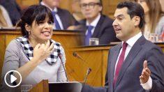 Juan Manuel Moreno y Teresa Rodríguez en el Parlamento andaluz durante el debate de investidura.