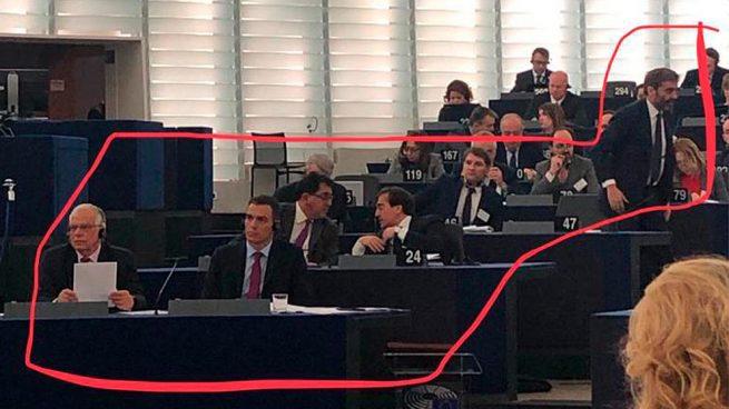 Sánchez presume de feminismo en el Parlamento Europeo pero su delegación es sólo de hombres