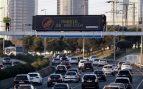 'Madrid se asfixia': Greenpeace denuncia en la A-1 de Madrid la mala calidad del aire de la capital