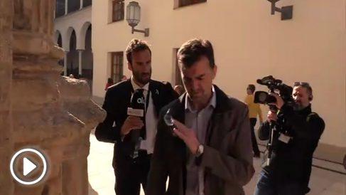 Maíllo rechaza ponerse la bandera de Andalucía.