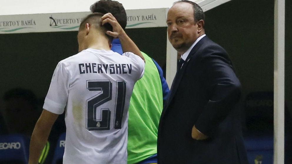 Cheryshev y Rafa Benítez tras la eliminación del Real Madrid a manos del Cádiz.