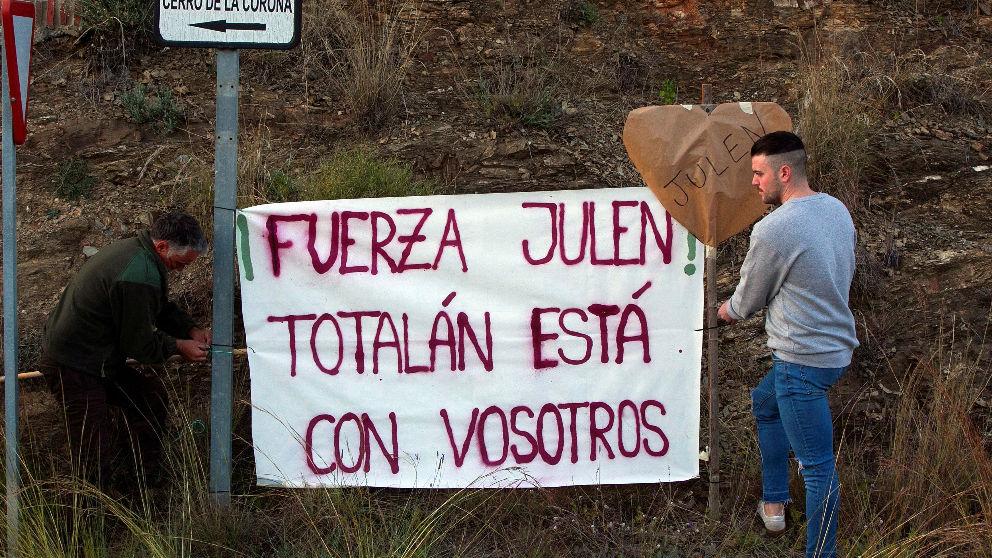 Concentración y marcha que los vecinos de Totalán (Málaga) han realizado en apoyo a Julen (Foto: EFE).