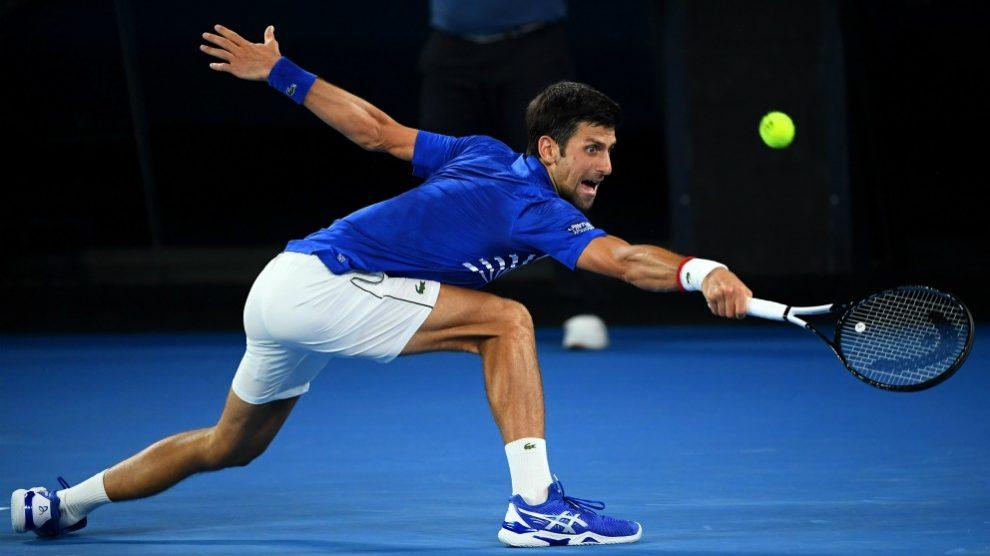 Djokovic devuelve una pelota. (Getty)