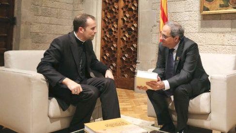 El obispo de Solsona, Xavier Novell, y el presidente del Govern, Quim Torra, en el Palau de la Generalitat