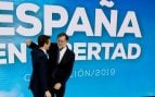 El expresidente del gobierno Mariano Rajoy (d), y el presidente del PP Pablo Casado (i), esta tarde durante la inauguración de la convención del Partido Popular. (EFE)