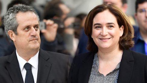 El ex consejero de Interior del Govern, Joaquim Forn, y la alcaldesa de Barcelona, Ada Colau