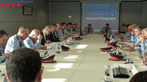 Reunión de los mandos de los Mossos con el consejero de Interior. Foto: EP