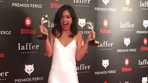 Anna Castillo con los Premios Feroz a la mejor actriz de película y de serie. Foto: @premiosferoz