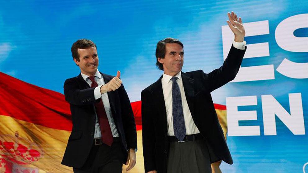 Pablo Casado, con José María Aznar, en la  última Convención Nacional del PP. (Foto: EFE)