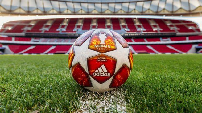 2d3f6b883eac6 La marca deportiva Adidas ha presentado este sábado el balón oficial que se  usará en la final de la Liga de Campeones de este año en el Wanda  Metropolitano