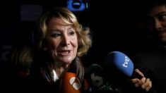 Esperanza Aguirre llegando a la convención (EFE).