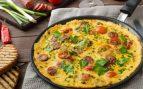 Tortilla de patatas, chorizo y pimientos verdes
