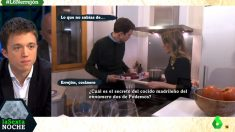Íñigo Errejón prepara un cocido madrileño ante las cámaras de La Sexta en su piso de alquiler.