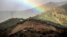 La zona donde se trabaja e el rescate de Julen vista desde una colina vecina. Foto: EFE