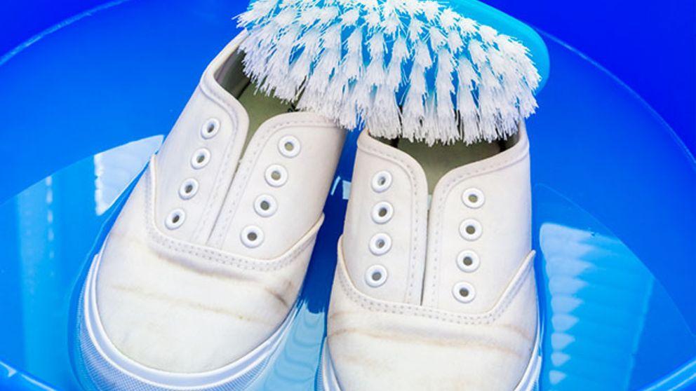 Aprende cómo limpiar zapatillas blancas de tela