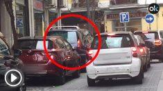 El coche de la escolta domiciliaria de Carmen Calvo