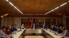 El presidente de la Comunidad de Madrid Ángel Garrido, en la reunión con el sector del taxi este lunes