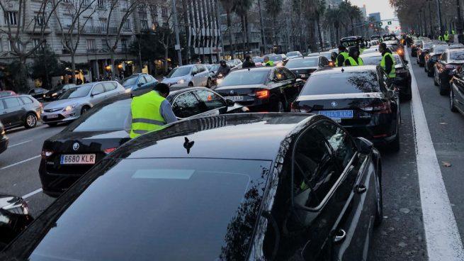 La Justicia suspende cautelarmente parte del reglamento de Ada Colau sobre las VTC