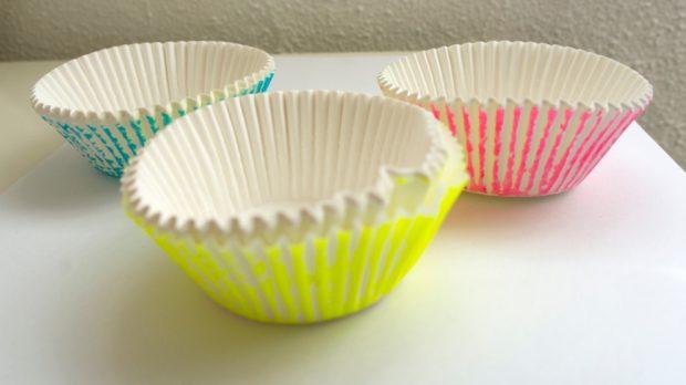 Cómo hacer flores de papel con moldes de cupcakes